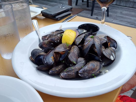 Chester, Canada: 1-lb mussels