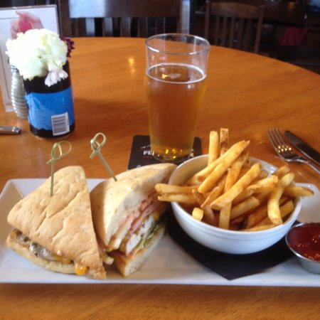 Cranbrook, Canada: Club House with Fries and Cold Pilsner