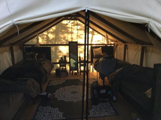 Severn Bridge, แคนาดา: Inside the glamping tent