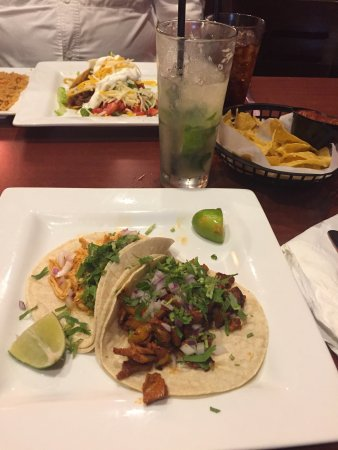 Santa Fe Mexican Grill: Tacos, and a passion fruit mojito!