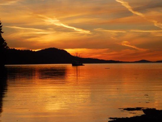 Pender Island, Canada: Sunset from Portland Island