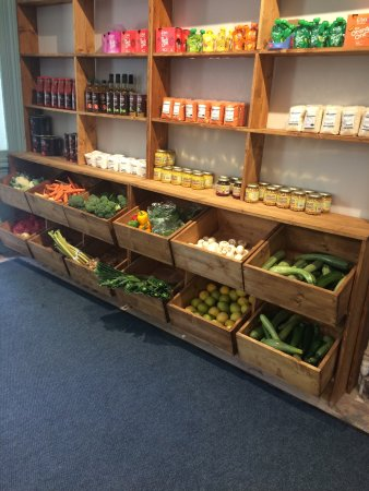 Clane, Irlanda: Our shelves are starting to fill with fab organic produce