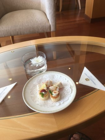 Constantinou Bros Asimina Suites Hotel: Canapes at check-in.