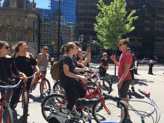 Fat Tire Bike Tours - London : Nick explaining