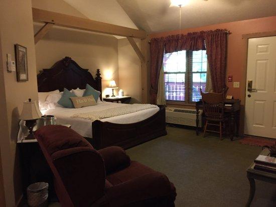 มิลเลอร์สเบิร์ก, โอไฮโอ: Sleeping side of suite