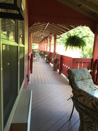 มิลเลอร์สเบิร์ก, โอไฮโอ: Public balcony pic taken from private porch