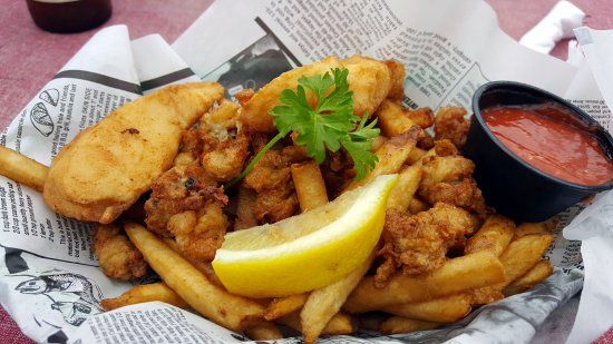 Frank's Dockside: clam and fish basket