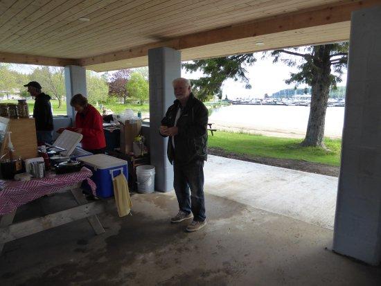Lion's Head, كندا: Food stand inside the beach pavilion