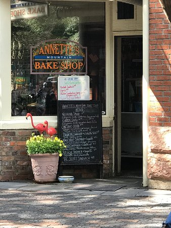 Annette's Mountain Bake Shop: Awesome place we stumbled upon