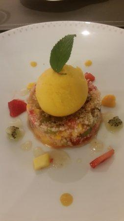 Chinon, Frankrig: Taboulé de fruits rouges et sa glace