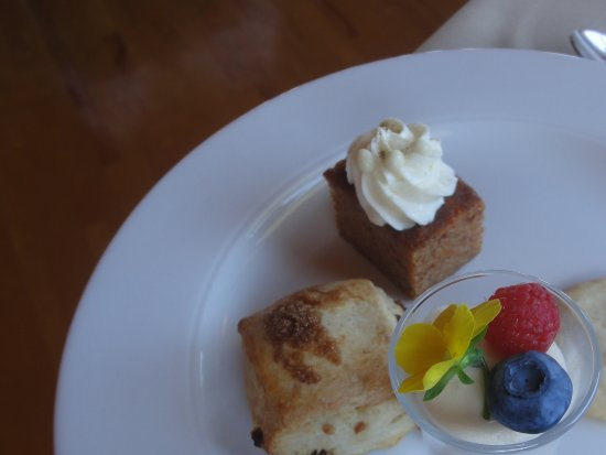 Dalvay, Canada: Afternoon Tea: great selection of sweet endings