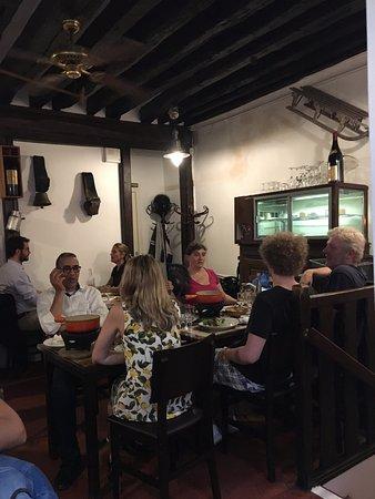 Pain Vin Fromage : Comensales locales y de diversos lugares del mundo