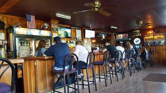 Breezewood, PA: Dining area