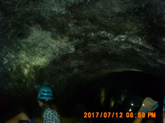 Hanamaulu, Hawaje: Lights out in this tunnel