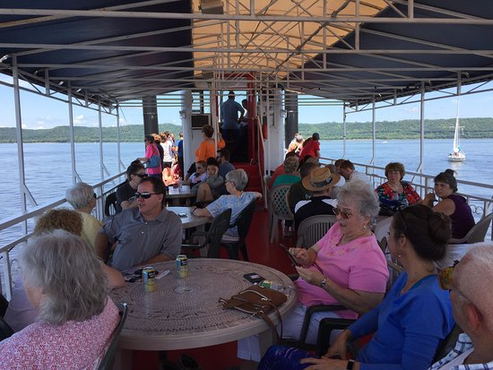 Lake City, MN : Upper deck shaded seating