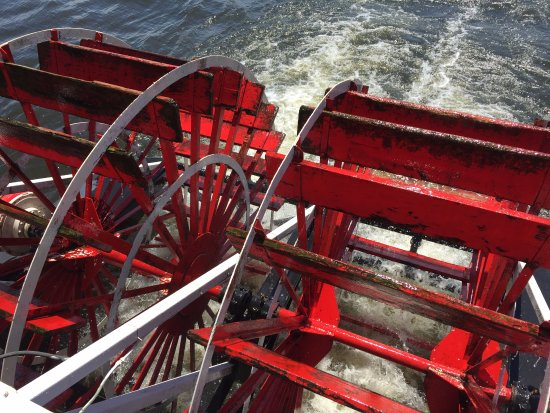 Lake City, MN : Paddlewheel propulsion