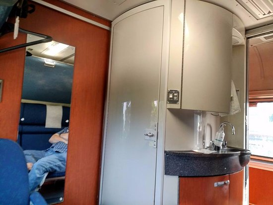 tiny bathroom shower combo - Picture of Amtrak, United ...