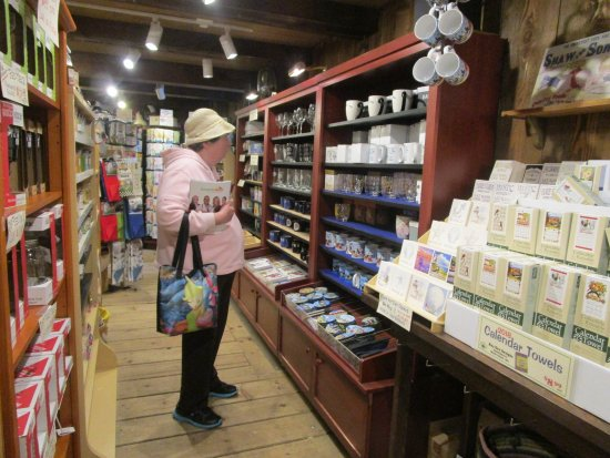 Shopping Around Me >> That Is Me Browsing Around At One Of The Stores Picture Of Olde