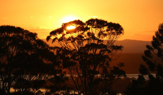 Noosa Blue Resort: sunset from the hotel penthouse roof top spa looking out of the river, photo no filters or modif