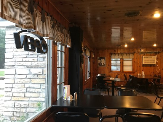Hale, MI: Bear's Den Restaurant