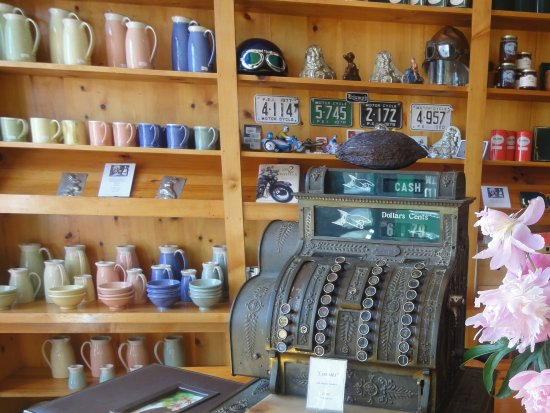 Victoria, Kanada: Interior view, antique cash register