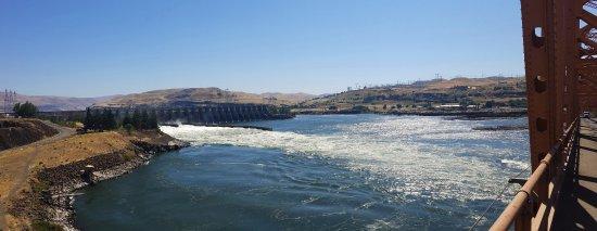 The Dalles dam spillway