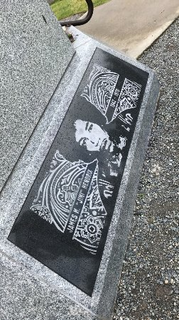 Jimi Hendrix Grave Site: photo5.jpg