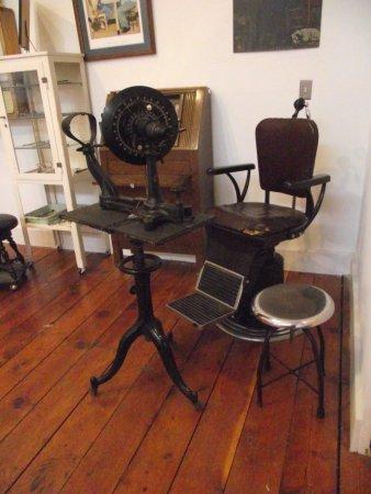MASSACHUSETTS - SOUTHBRIDGE - AMERICAN OPTICAL MUSEUM - ANTIQUE OPTICIAN'S EQUIPMENT