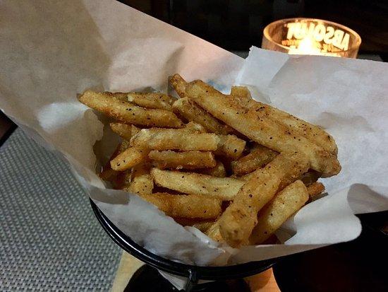 Worthing, باربادوس: Awesome seasoned fries