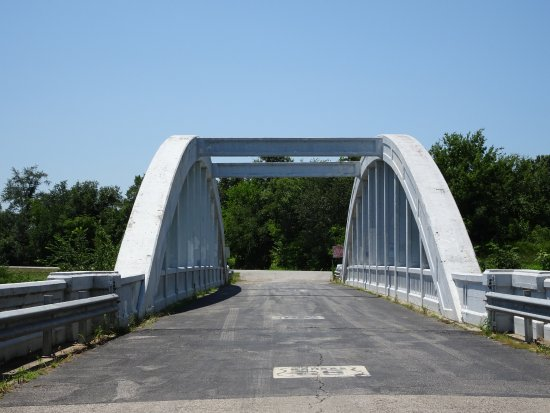 Baxter Springs, KS: about to drive over bridge