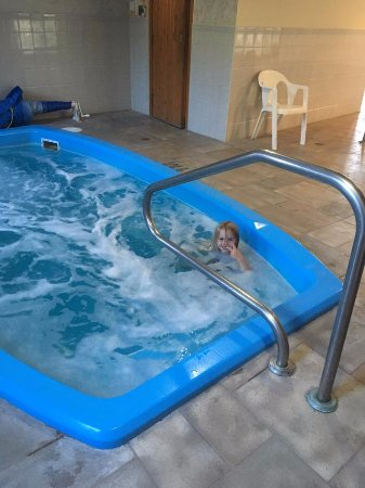 Radium Park Lodge: Hot tub
