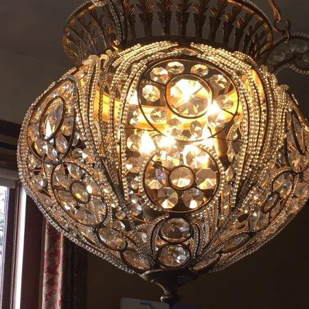 Balch Hotel: Lighting in the foyer.