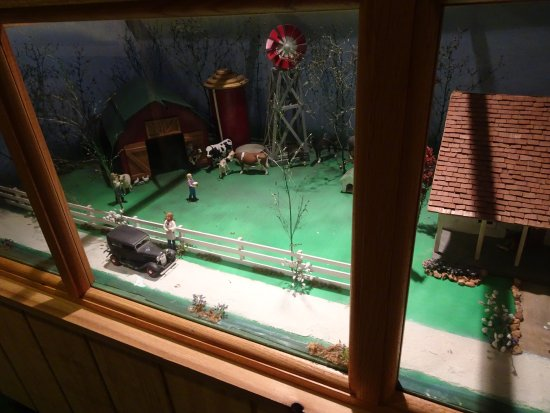 Baxter Springs, KS: miniature farm display