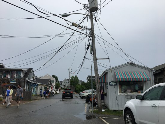 Perkins Cove: Not what I call picturesque. All those wires and dumpy buildings