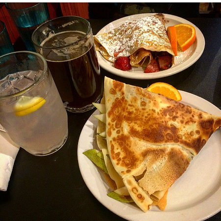 Amazing Crepes : Crepes (Dark chocolate and strawberries, pears and brie) and huckleberry lemonade