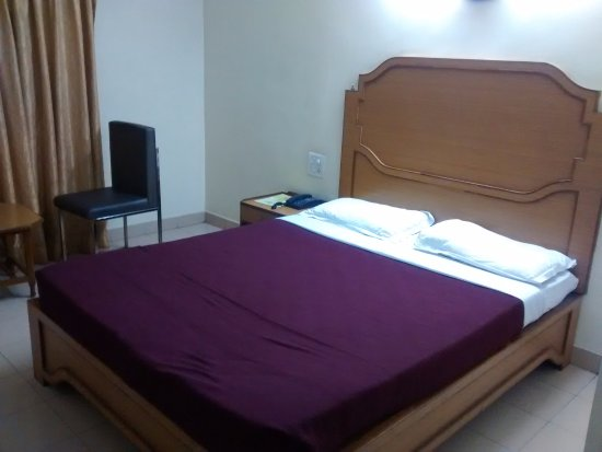 Rukmini Riviera Hotel: QUEEN BED