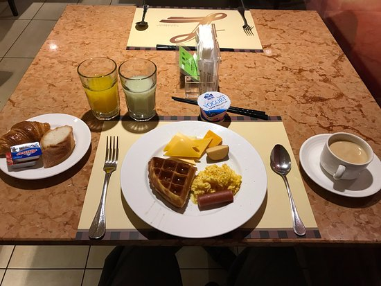 Tayih Landis Tainan : Breakfast - quality of bread was not as expected.