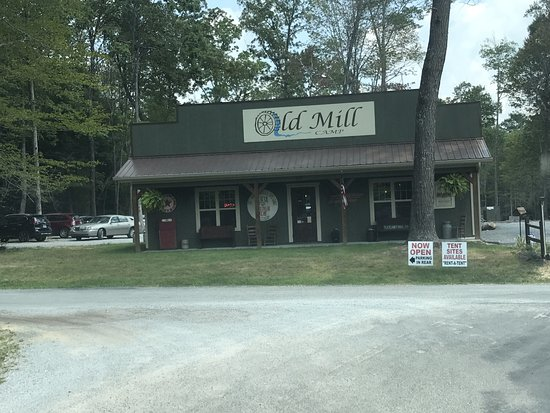 Cookeville, TN: Store At Entrance of Park