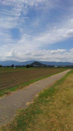 Yamato Sanzan: 畝傍山の遠望