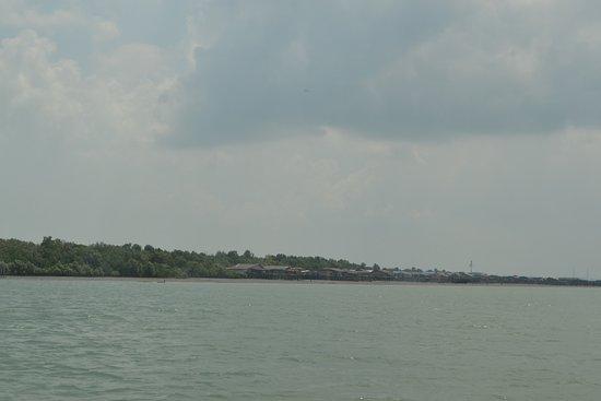 Селангор, Малайзия: the coast line to the island