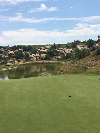 Redlands Mesa Golf Club: Looking from behind the green back at tee box for #8 par 3