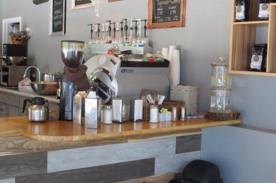 Brighton, Canada: Self-serve beverage area