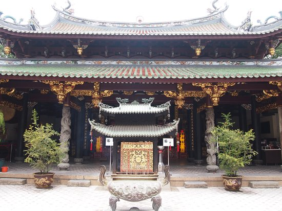 the history of the thian hock keng temple in singapore Thian hock keng temple, singapore asia  filled with history and culture it is a working temple and always active and you can experience how it is used .