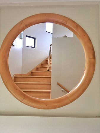 Dover, Australia: Little porthole from children's sunroom to stairwell