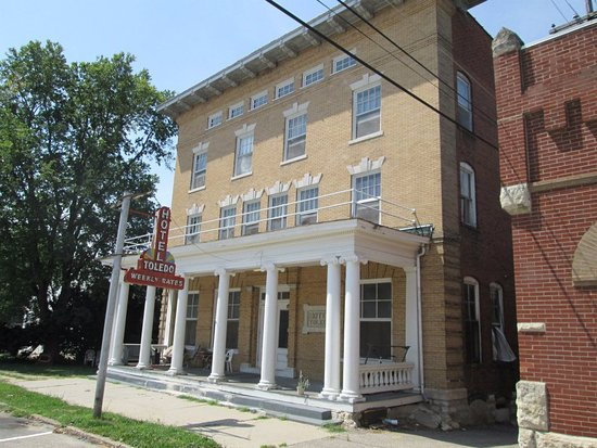 Toledo, IA: Old historic hotel now rents rooms by the week or month