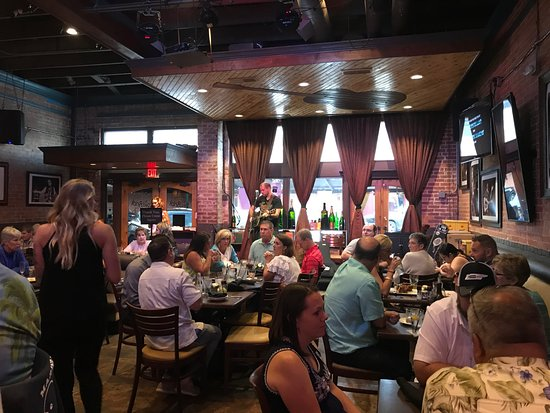 Red Brick Tavern : Seating