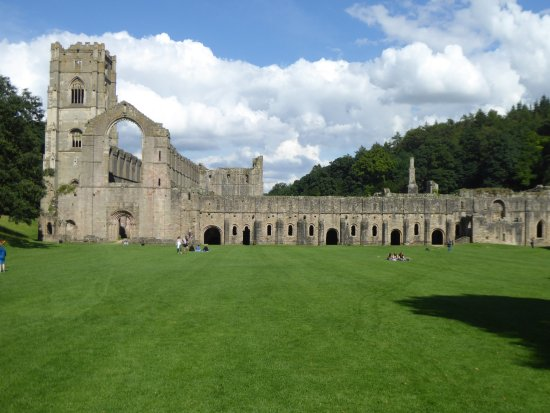 Fountains Abbey and Studley Royal Water Garden: The abbey