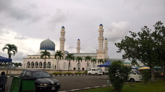 Kota Kinabalu City Mosque : other angle, to emphasize the towers