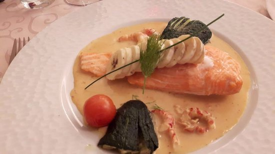 Gepocheerde eieren met tagliatelli van gerookte forel als - Restaurant la table de francois troyes ...