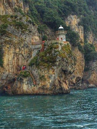 Santona, Spain: muy recomendable y bastante educativa la charla historica que te van dando en el barco, el faro
